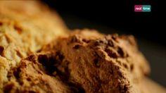 """Cucina con Ramsay # 52:  Soda Bread Il """"Soda Bread"""" è il pane della vecchia tradizione irlandese, diventato popolare durante gli anni di carestia. E' il pane più semplice in assoluto, perché non serve il lievito e la lievitazione. Il latticello è del latte fermentato. Lo trovate facilmente anche negli hard discount delle..."""