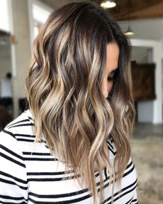Glossy Wavy Lob With Light Brown Highlights