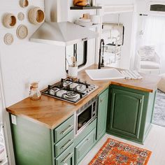 Home refurbishment can completely give a facelift to an otherwise old-looking house. Best Secrets Home Renovation Remodel Your Living Space Ideas. Decor, Home Kitchens, Kitchen Design, Kitchen Decor, Small Kitchen, Interior, Kitchen, Home Decor, House Interior
