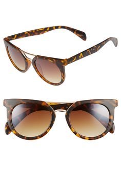 A polished bridge and brow bar balance out the tortoiseshell frames of these retro-chic sunnies.