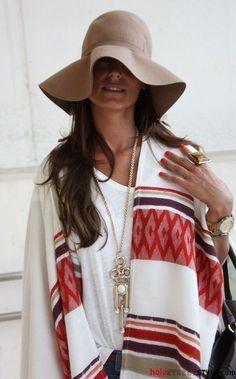 boho poncho, I don't really like the hat Mode Boho, Mode Chic, Mode Style, Style Me, Classy Style, City Style, Look Fashion, Fashion Outfits, Summer Outfits