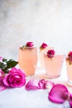 rose lemon spritzer non-alcoholic summer drinks Cocktails Vin, Pink Cocktails, Summer Cocktails, Cocktail Drinks, Cocktail Recipes, Champagne Drinks, Rose Cocktail, Colorful Cocktails, Festive Cocktails