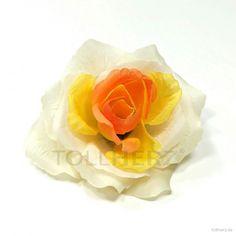 """Ansteckrose, Haarrose in pastellgelb-pfirsich, Modell """"Französische Rose"""""""