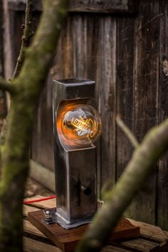W Warsztacie Holzbearbeitung – Wall Hanging Steel Furniture, Industrial Furniture, Industrial Lighting, Outdoor Lighting, Lampe Steampunk, Deco Cool, Metal Art Projects, Rustic Lamps, Lighting Design