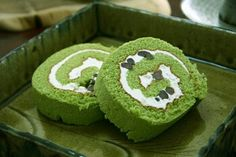 This is roll cake of green tea.In Japan,many sweets of green tea are made.