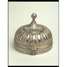 Spice box, Lucknow, century love this silver Antique Boxes, Or Antique, Antique Jewelry, Antique Desk, Bronze, Copper And Brass, Vintage Silver, Antique Silver, Pretty Box