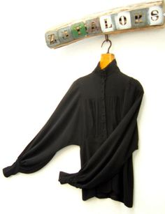 Vintage-60s-genuine-BIBA-black-crepe-theatrical-gothic-shirt-blouse-Size-10