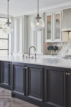 To make the kitchen decoration becomes more attractive, sometimes you need the glass kitchen cabinet doors to display. Choosing the glass front design. Rustic Kitchen Design, Kitchen Layout, Black Kitchens, Home Kitchens, Kitchen Black, Küchen Design, Layout Design, Front Design, Design Ideas