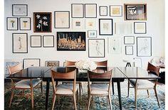 Conjuntos de cuadros y fotografías para vestir paredes - http://www.decoora.com/conjuntos-de-cuadros-y-fotografias-que-visten-paredes.html