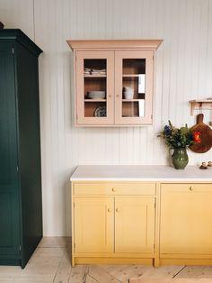 Interior Exterior, Interior Design, Kitchen Dining, Kitchen Cabinets, Kitchen Colors, Kitchen Styling, Cool Kitchens, Sweet Home, Home Decor