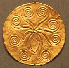 GARMENT ORNAMENT Gold disc with octopus. The tiny hole denotes that it was sewn on a luxurious garment. Mycenae, Grave Circle A, Grave III, 16th C. BC. Athens, national Archaeological Museum, Prehistoric Collection