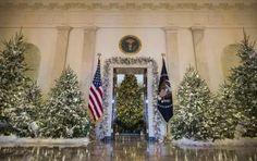 Gli addobbi natalizi della Casa Bianca, gli allestimenti più belli [FOTO] - La famiglia Trump festeggia il suo primo Natale alla Casa Bianca e a curare gli addobbi natalizi e gli allestimenti è la First Lady Melania Trump: le foto delle decorazioni natalizie 2017 della White House