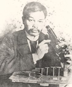 Antonio Luna poses with a microscope at the Institut Pasteur in Paris, France. PHOTO was taken in the early Emilio Aguinaldo, Institut Pasteur, Military Honors, Filipino Culture, Manila Philippines, American War, Historical Pictures, Environmental Science, How To Look Pretty