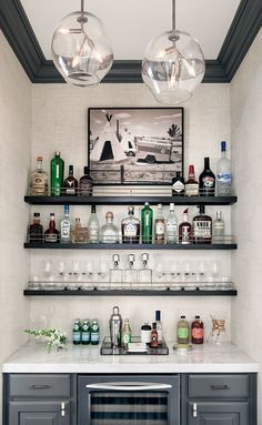 65 Best and Cool Home Bar Design Confused to make a bar room? On the topic of design for our favorite home is to discuss the design of the bar room that will be in our home. Home Wet Bar, Diy Home Bar, Home Bar Decor, In Home Bar Ideas, Mini Bar At Home, Modern Bars For Home, Small Home Bars, Modern Home Bar Designs, Wet Bar Designs