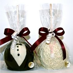 Bride and Groom Apples for the favors / oh how I love this idea! Love it I tell you ♥
