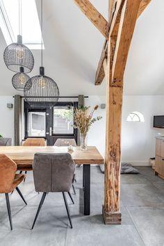 Interieurontwerp Eefde - Nuevo Interiordesign Dining Table, Interior Design, Furniture, Home Decor, Nest Design, Decoration Home, Home Interior Design, Room Decor, Dinner Table