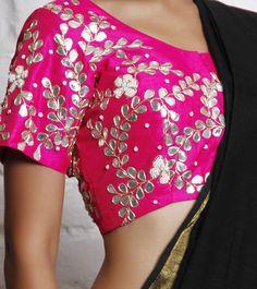 Gota-patti blouse can also be matched with green, orange, purple, blue lehenga or saree Choli Designs, Saree Blouse Designs, Blouse Patterns, Indian Look, Indian Ethnic Wear, Indian Style, Pakistani Outfits, Indian Outfits, Pakistani Clothing