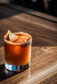 Margarita: Carrot/Ginger juice, Tequila, Cointreau, fresh lime juice, and agave nectar Sangria Recipes, Margarita Recipes, Cocktail Recipes, Cocktails, Margarita Flavors, Margarita Party, Healthy Food Blogs, Good Healthy Recipes, Strawberry Margarita