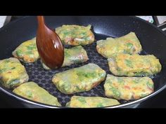 Fish cake and vegetables with rice paper pancake :: Korean food Korean Side Dishes, Cooking Recipes For Dinner, Easy Cooking, Food Design, Fast Healthy Meals, Easy Meals, Fish Cakes Recipe, South Korean Food, Light Recipes
