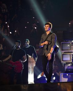 That face he makes is all cause  of happines... #mendesarmy❤