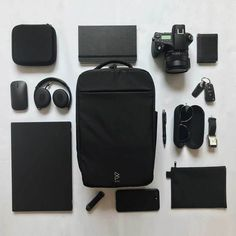 Quiver day bag and gym bag by BOWFORBOLD black flat lay with sports equipment headphone anime Flat Lay Photography, Photography Gear, Inside My Bag, Best Travel Accessories, Black Apple, What In My Bag, Edc Everyday Carry, Day Bag, Sports Equipment