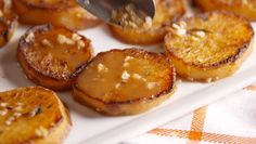 Cooking Melting Potatoes Video – Melting Potatoes Recipe How To Video Side Recipes, Great Recipes, Favorite Recipes, Delicious Recipes, Recipe Ideas, Potato Dishes, Potato Recipes, Melting Potatoes Recipe, Perfect Mashed Potatoes