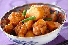 材料と作り方はとってもシンプル。コトコトゆっくり煮含めましょう。ねっとり食感の里芋と鶏肉の旨味が抜群の相性。里芋と鶏肉のシンプル煮[和食/煮もの]2010.11.17公開のレシピです。