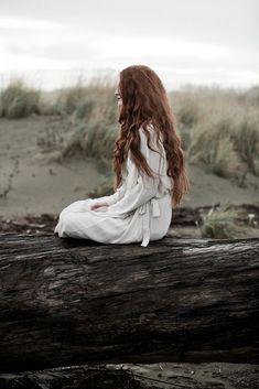 Herkes bir şeyler söyledi kendine göre; Bir kadın döktüre döktüre susuyordu…   - Cemal Süreya