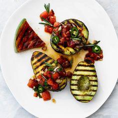 Grillatut avokadot ja grillattu vesimelonisalsa