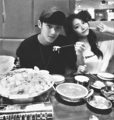 "Mingyu & Tzuyu on Instagram: ""MinTzu on a date 👫💕 🍲🍛🍱🍜🍚🍻 _ © pledis_17 & twicetagram | Edited by me -, #MinTzu #2yu #TzuMin #KimMingyu #ChouTzuyu #Mingyu #Tzuyu…"" Kim Min Gyu, Chou Tzu Yu, Kpop Couples, Tzuyu Twice, Ulzzang Couple, Pledis 17, Soyeon, Mingyu, Baekhyun"