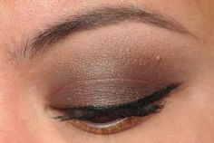 Smoky chocolate brown lid with gold glitter.