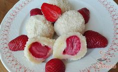 Epres gombóc túrós tésztából | TopReceptek.hu Jamie Oliver, Raspberry, Fruit, Sweet, Recipes, Drinks, Beef With Mushroom, Popular Recipes, Strawberries