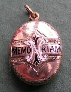 Victorian mourning locket. Gold & Enamel.