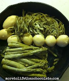 Cast Iron Cooking : Potatoes, Green Beans and Sausage