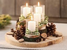 DIY-Anleitung: Schlichten Adventskranz aus Baumscheiben selber machen via DaWand. Magical Christmas, Christmas Candles, Christmas Centerpieces, Rustic Christmas, Xmas Decorations, Simple Christmas, Christmas Time, Christmas Wreaths, Christmas Crafts