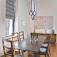 This dining room in a Tribeca apartment was made for family dinners #LuxeNY Mar/Apr Interiors & Architecture: Jaklitsch/Gardner Architects Photo: John M. Hall @sandow • • • #instaluxe #luxuryinteriors #luxuryarchitecture #diningroomdesign #nydesign #tribeca #nyc #familydinner