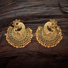 20 Spectacular Antique Earrings Designs & Where To Shop Them Indian Jewelry Earrings, Jewelry Design Earrings, Gold Earrings Designs, Gold Jewellery Design, Antique Earrings, Designer Earrings, Necklace Designs, Bridal Jewelry, Antique Jewelry