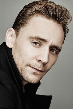 Tom Hiddleston photographed by Maarten de Boer during the 2015 Toronto Film Festival on September 14, 2015. Full size image: http://ww4.sinaimg.cn/large/6e14d388gw1ew4c9hzemyj22dc1kw7wi.jpg Source: Torrilla