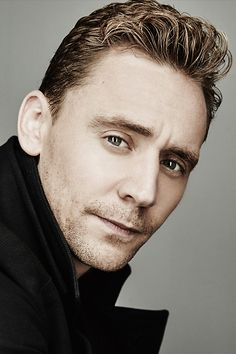 Tom Hiddleston photographed by Maarten de Boer during the 2015 Toronto Film Festival on September 14, 2015. Full size image: http://ww4.sinaimg.cn/large/6e14d388gw1ew4c9hzemyj22dc1kw7wi.jpg Source: Torrilla