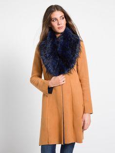 MET Women's LEGANPEL coat, with detachable faux fur collar -  Met #met #metjeans #fallwinter17 #fall #winter #collection #woman #apparel #love #style #fashion #street #style #falltrend