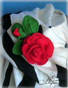 Броши ручной работы. Ярмарка Мастеров - ручная работа Вязаная брошь красная роза. Handmade.