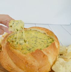 This Simple Spinach Cobb Loaf recipe is the perfect dish for your next BBQ, party or simply just because! It's deliciously creamy and thanks to the french onion soup mix it's got just the right amount of spice to make it family friendly.