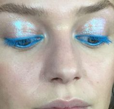 Shiny blue eye make-up Makeup Goals, Makeup Inspo, Pretty Makeup, Cute Makeup, Gorgeous Makeup, Simple Makeup, Natural Makeup, Skin Makeup, Beauty Makeup