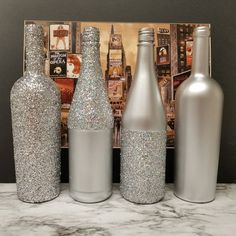 Set of 4 - Metallic GLITTER Sparkling Wedding Bridal Party Centerpiece Wine Bottles or Home Holiday decor Gold, Silver, Champagne, Rose Gold Wine Bottle Centerpieces, Wedding Wine Bottles, Bridal Shower Centerpieces, Diy Bottle, Wine Bottle Crafts, Bottle Art, Sparkle Wedding, Bottle Painting, Deco Table