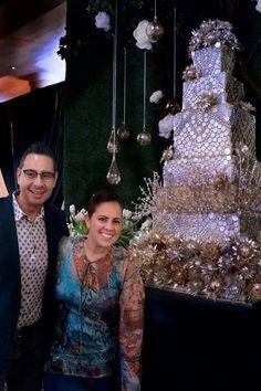 Luxury Wedding Cake exclusively Created for an amazing couple, Nicole Rodriguez y Miguel Cancio by Luxury Cake Designer Karen Padilla for Lourdes Padilla Cakes