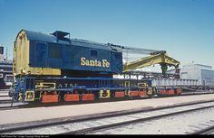 n/a Atchison, Topeka & Santa Fe (ATSF) n/a at Newton, Kansas by Marty Bernard Work Train, Burlington Northern, Railroad Photography, Rail Car, Train Pictures, Train Engines, Model Train Layouts, Diesel Locomotive, Train Tracks