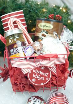 Spread some holiday cheer with these festive and unique DIY Christmas baskets. Here are over 100 fun festive DIY Christmas gift basket ideas. Christmas Neighbor, Neighbor Gifts, Christmas Fun, Themed Gift Baskets, Diy Gift Baskets, Theme Baskets, Basket Gift, Diy Gifts For Friends, Christmas Gifts For Friends