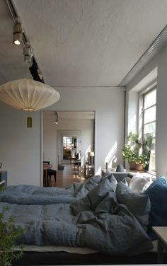 Inredningbsloggen : Piazzan Foto : Pernilla.N #sovrum #bedroom #norrgavel Home Interior, Interior Architecture, Interior And Exterior, Interior Design, Cosy Bedroom, Cozy Room, Apartment Chic, Beautiful Home Designs, Girl Bedroom Designs