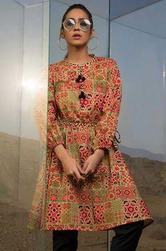 Pakistani Frocks, Simple Pakistani Dresses, Pakistani Dress Design, Pakistani Outfits, Stylish Dresses For Girls, Frocks For Girls, Casual Dresses, Casual Wear, Simple Kurti Designs