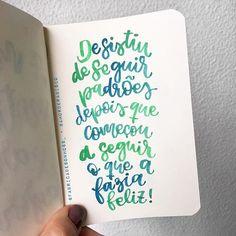 pra quem gosta de seguir a felicidade 😉 Frase: @fabricadesonhoss_ . . #amorderabisco #felicidade #feliz #happiness #happy #padroes #aquarela #caligrafia #handfont #verdeeazul #azuleverde #sketchbook #frasedodia #pensamentododia #reflexão #handlettering #empoderamento #empoderamentofeminino #eumeamo #eumeaceito #amorproprio #girlpower